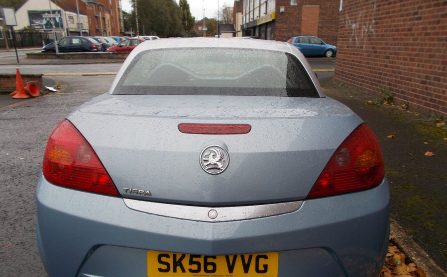 vauxhall-tigra-grey-vvg-back-closed